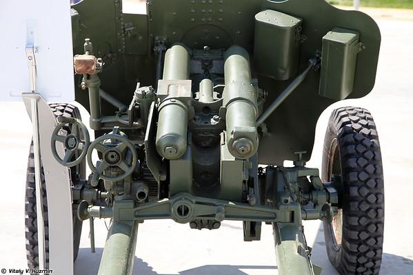 85-mm divisional arma D-44 [85 milímetros divisional arma D-44)