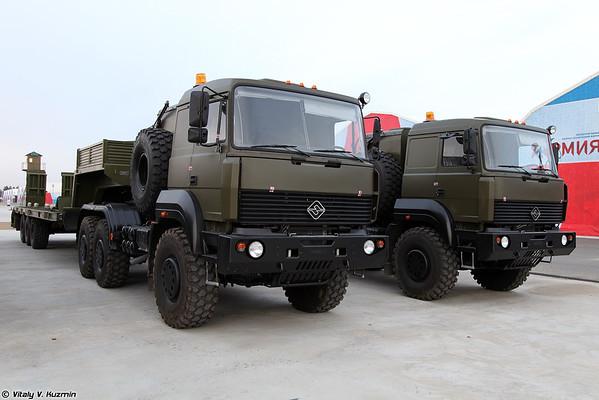 Tractor Ural-63704 [Ural-63704 tractor militar)