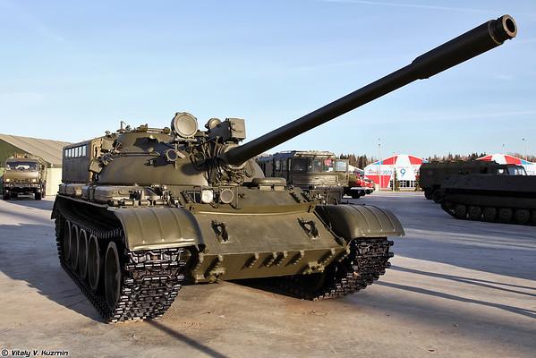 T-55A com o localizador de faixa estabelecida [T-55A com telêmetro)