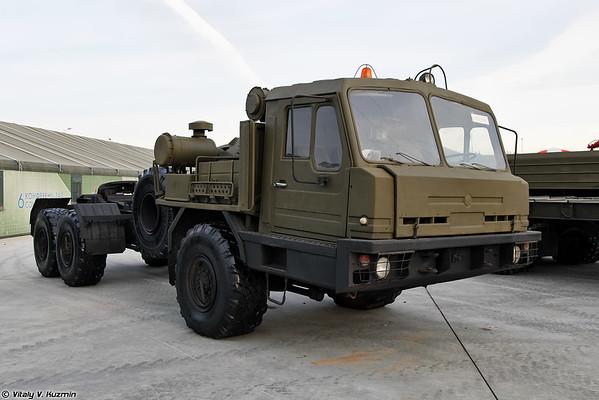 Tractor BAZ-6402 [BAZ-6402 tractor militar)