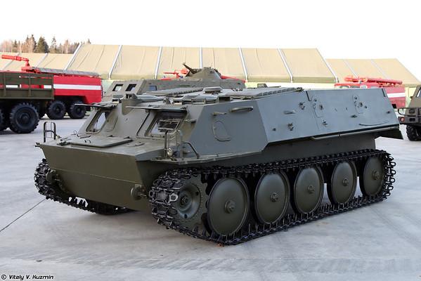 A transportadora-tractor-MU GT [GT-MU unidade transporter-tractor)